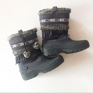 Tundra Nevada Fringe Snow Boots w Pompoms